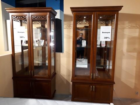 Шкаф с витриной 2 дв. Венеция с экспозиции